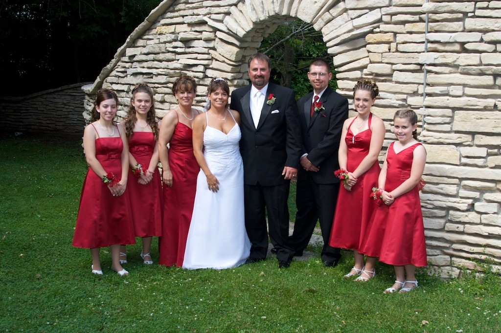 Bride, Groom, Maid of Honor, Best Man, and Family in Evergreen Park Sheboygan, WI